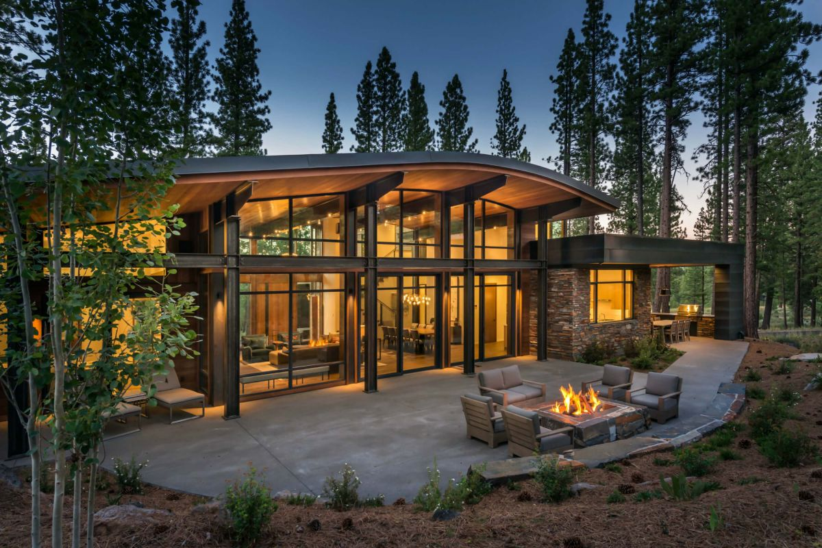 Arc Tangent Home in Martis Camp by Ward Young Architecture