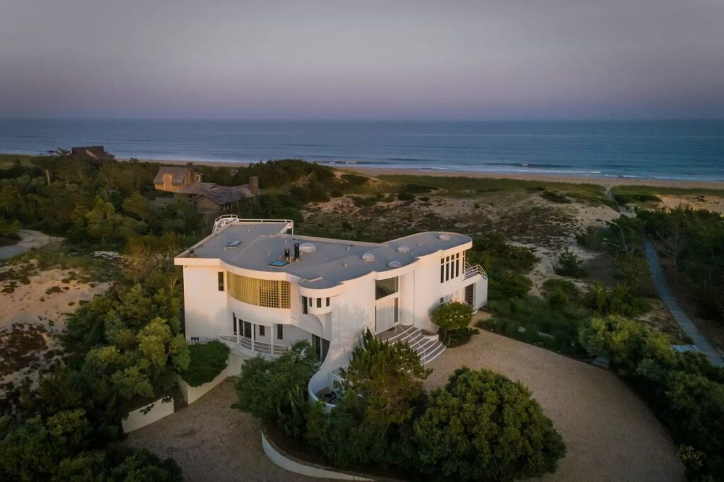 Beautifully Appointed Custom Home in Amagansett, NY for Sale