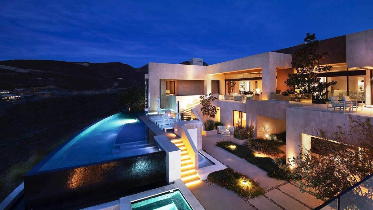 Desert Highlands Modern Home in Las Vegas by Avalon Architectural, Inc