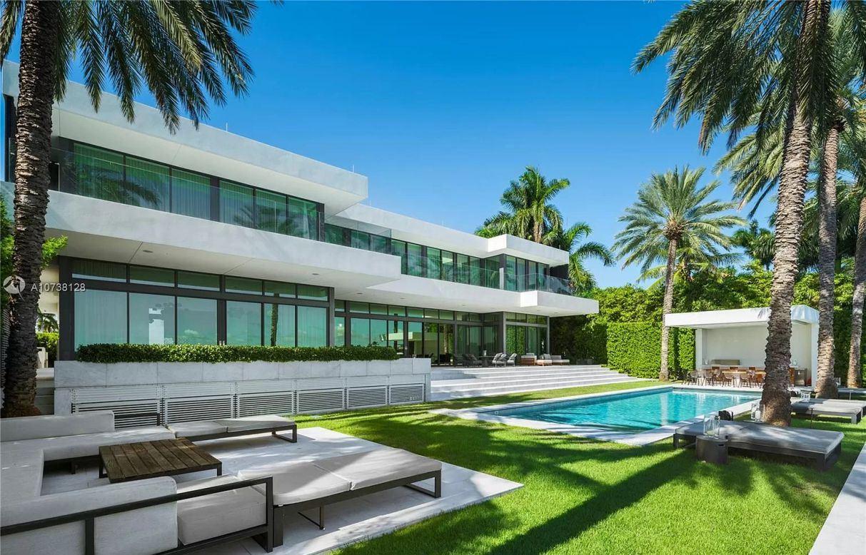 Exquisitely Designed Hibiscus Masterpiece in Miami Beach for Sale