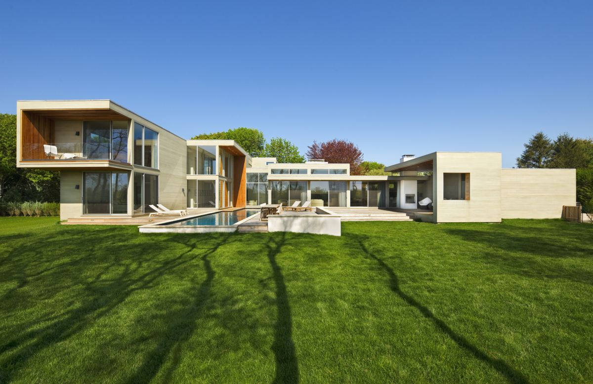 Fieldview Residence in East Hampton, New York by Blaze Makoid Architecture