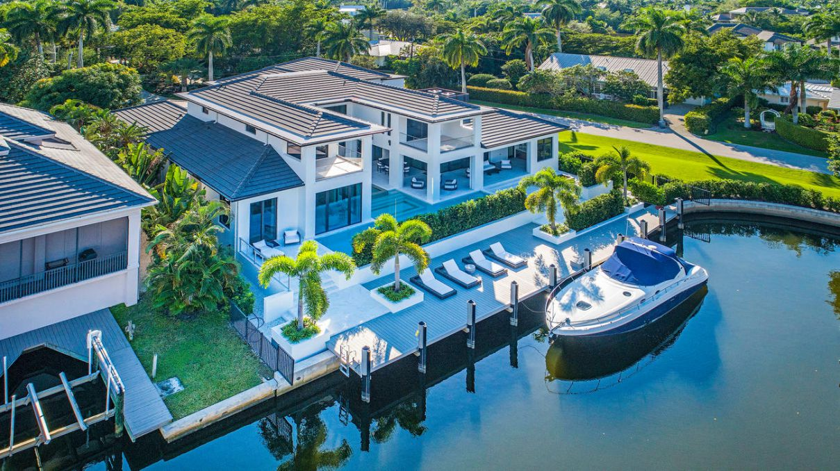 $8.2 Million Forrest Lane Residence - The pinnacle of Aqualane Shores living