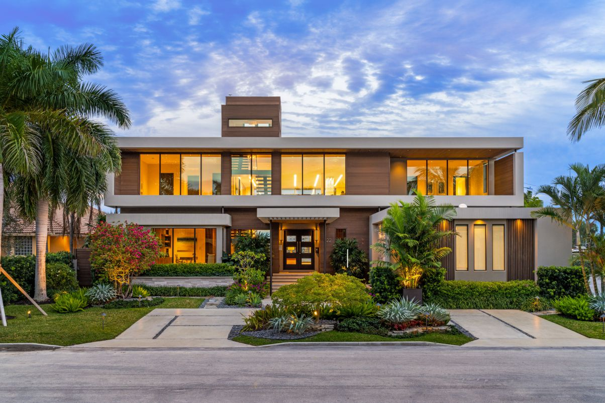 Hollywood Waterfront Mansion in Florida by In-Site Design Group LLC