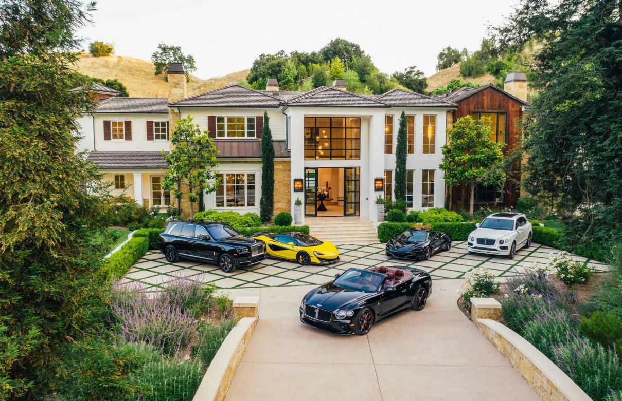 Magnificent Long Valley Residence in Hidden Hills for Sale