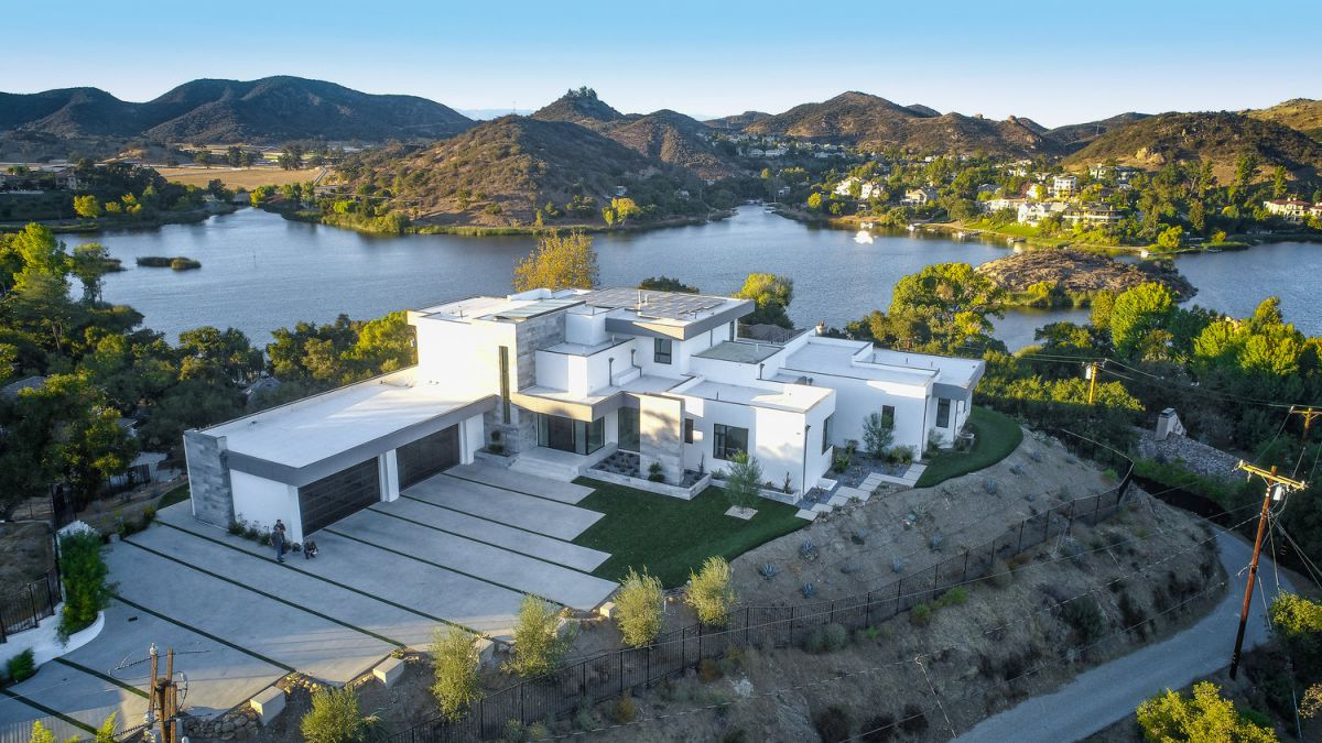 Modern Lakeview Residence in Los Angeles by ARC Design Group