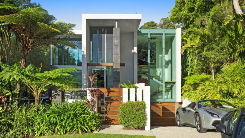 Allambi Rise Residence in Noosa Heads, Australia by John Sayers Productions