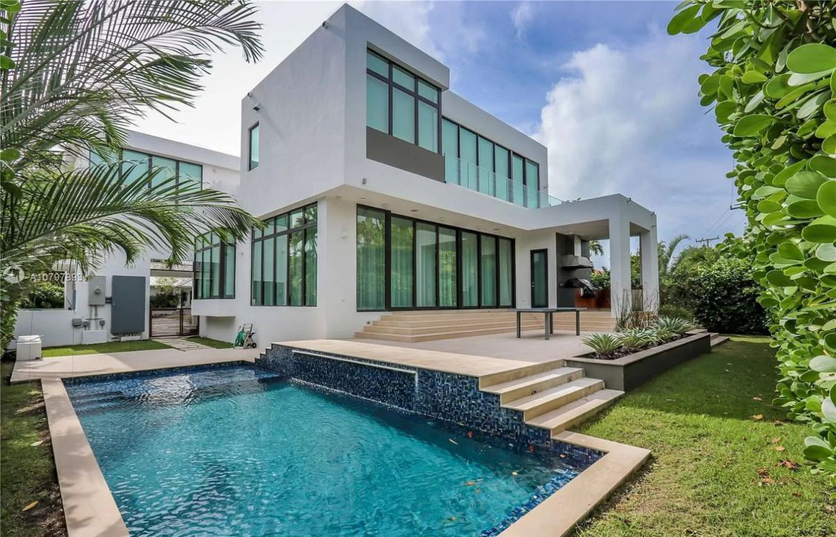 Buttonwood Drive Modern Home in Key Biscayne on Market