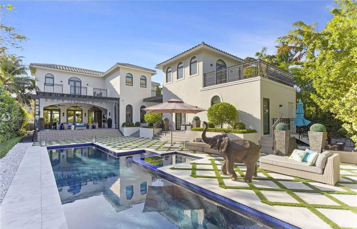 European Villa in Miami Beach with Luxury Finishes for Sale