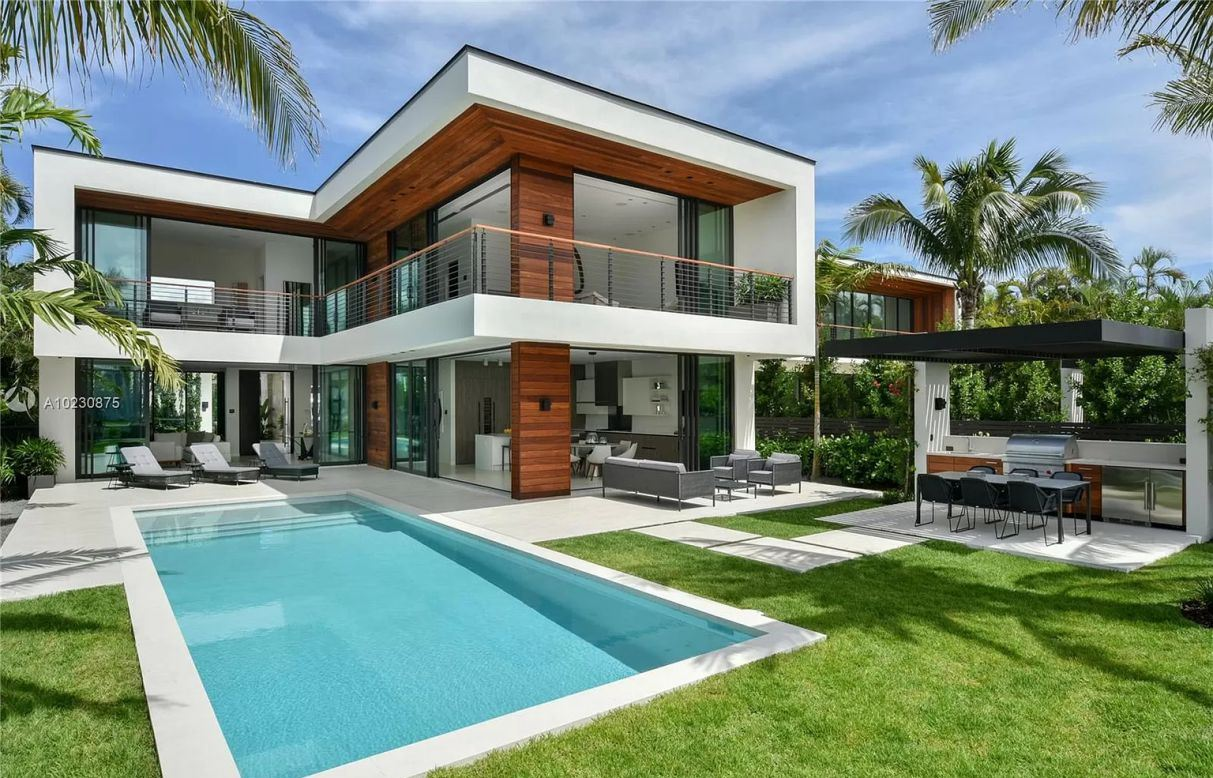 Grandiose Waterfront Modern Estate in Miami Beach for Sale