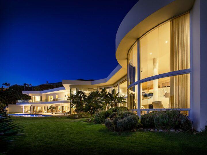 Jaw-dropping Philip Avenue Residence in Malibu, California