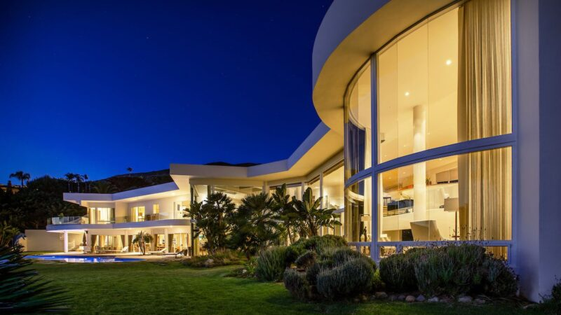 $13.4 Million Jaw-dropping Philip Avenue Residence in Malibu, California