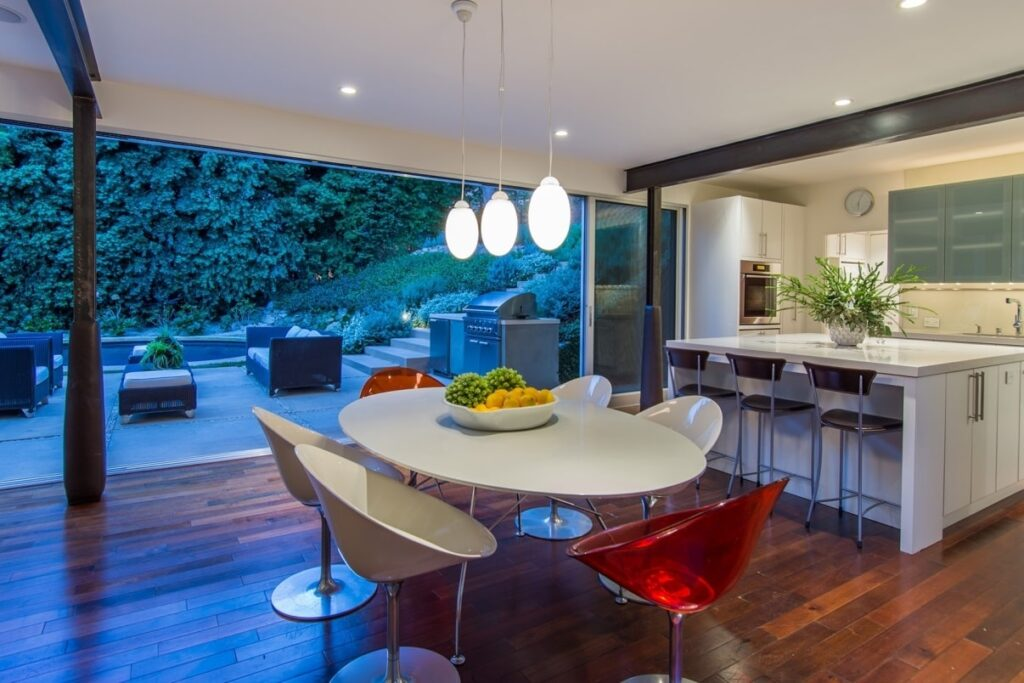 Mid-Century Modern Retreat in Pacific Palisades by Shubin Donaldson