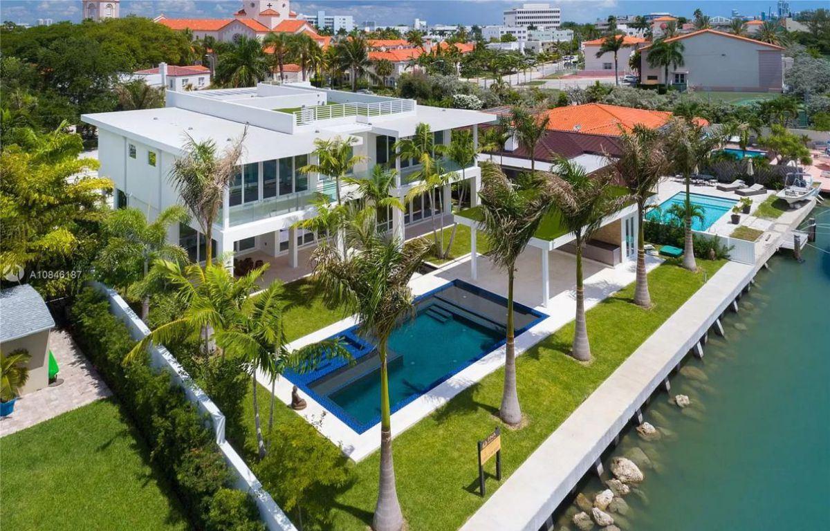 Modern Waterfront Smart Home in Miami Beach on Market