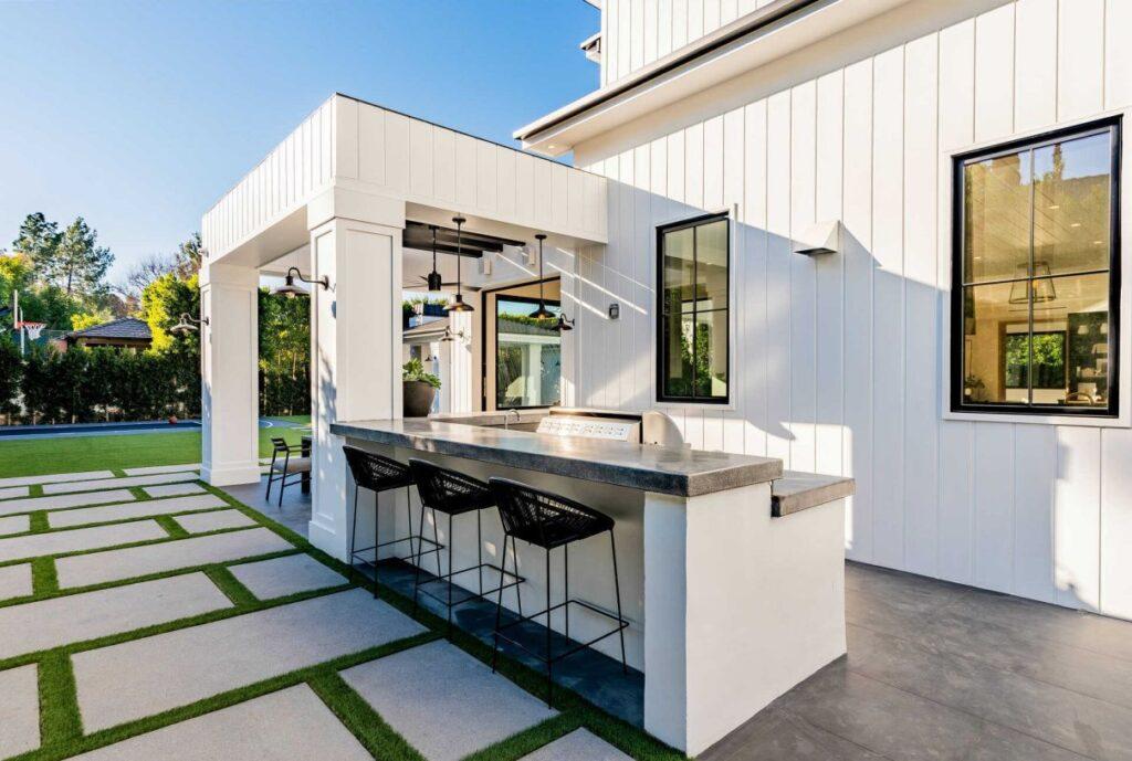 New Construction Modern Farmhouse in Encino hits Market
