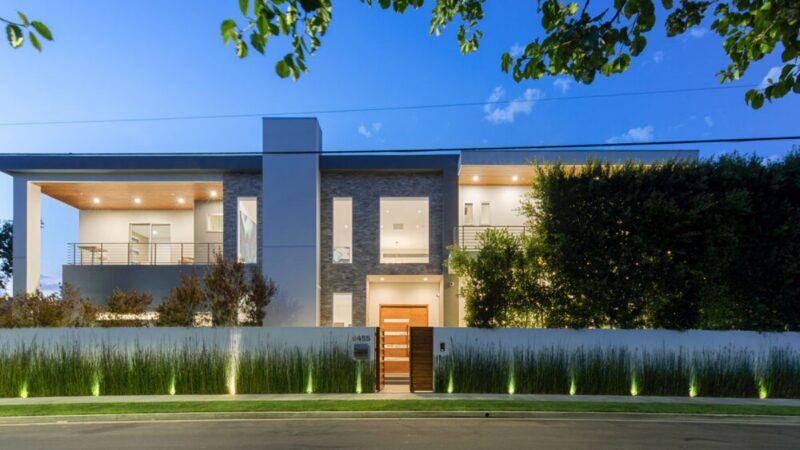 Oakwood Avenue Residence – A Home of Impeccable Design for Sale $5.7 Million