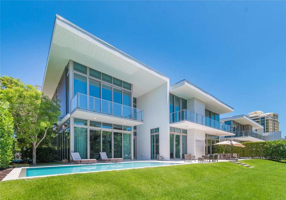 Reef Lane Modern Home in Key Biscayne, Florida