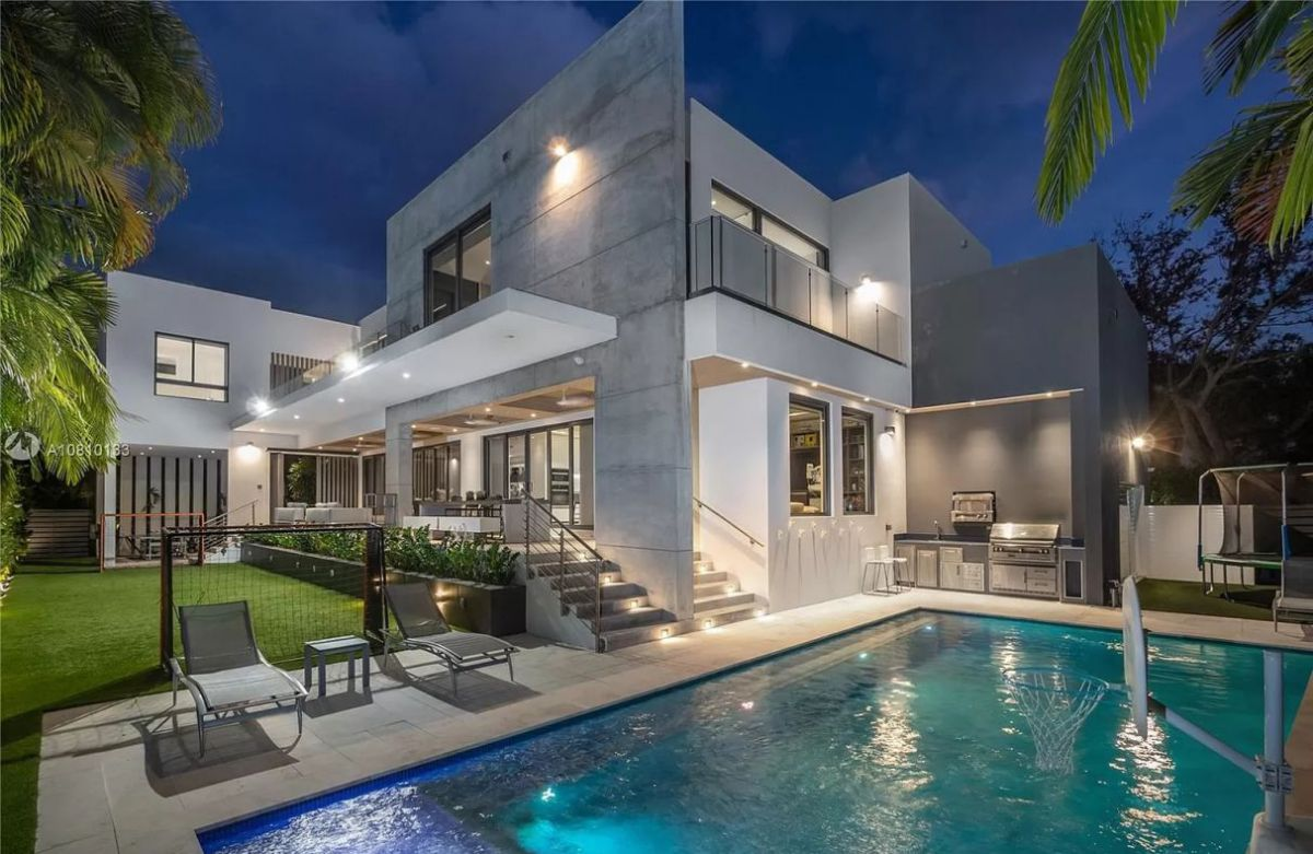 $4.5 Million Sabal Palm Modern Residence is Designed to Perfection