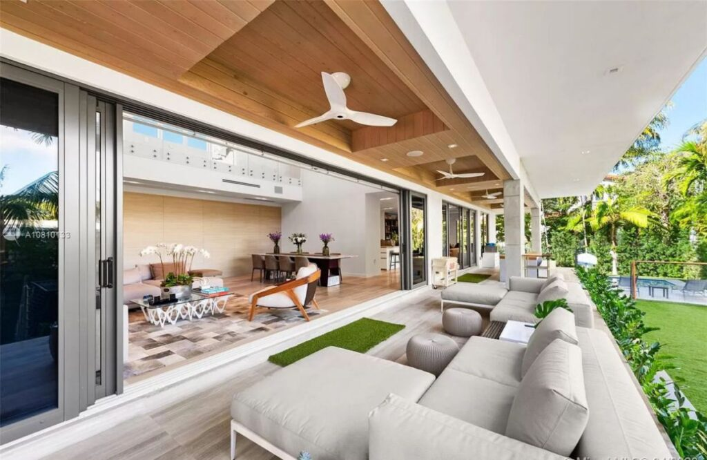 Sabal Palm Modern Residence is Designed to Perfection