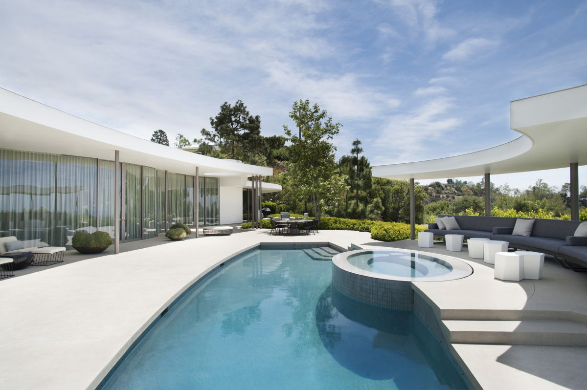 Trousdale Estates Contemporary Home by Dennis Gibbens Architects