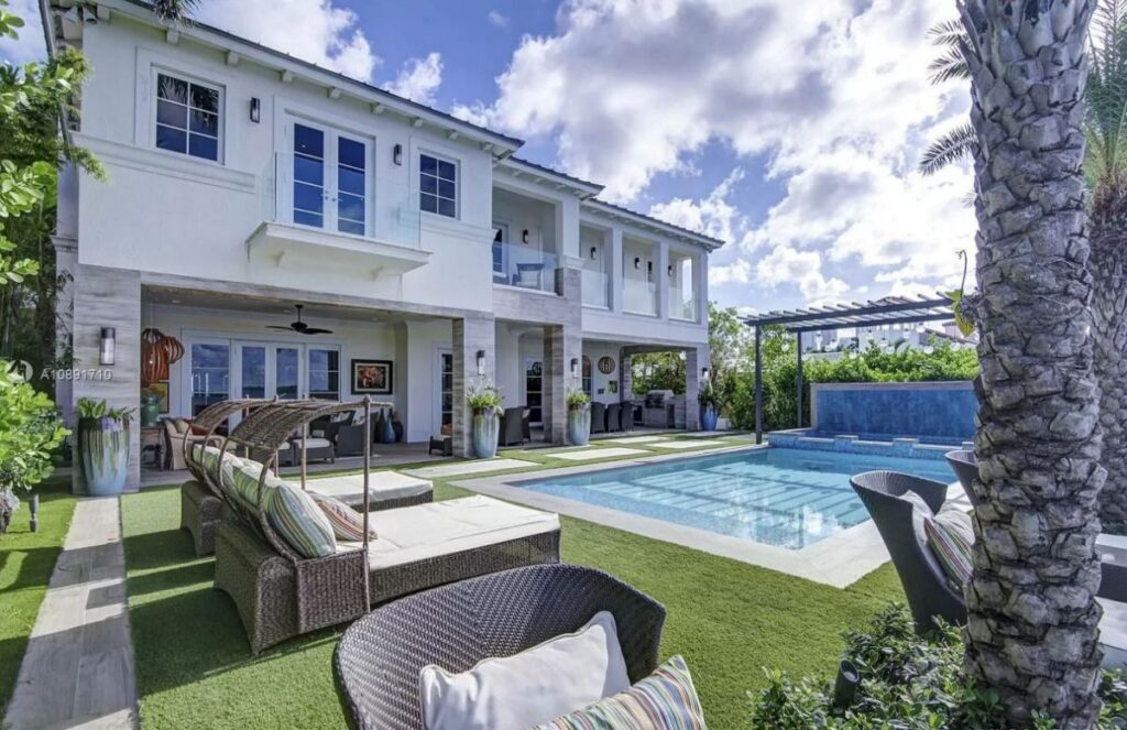 Venetian Island Modern Estate offers the Ultimate of Luxury
