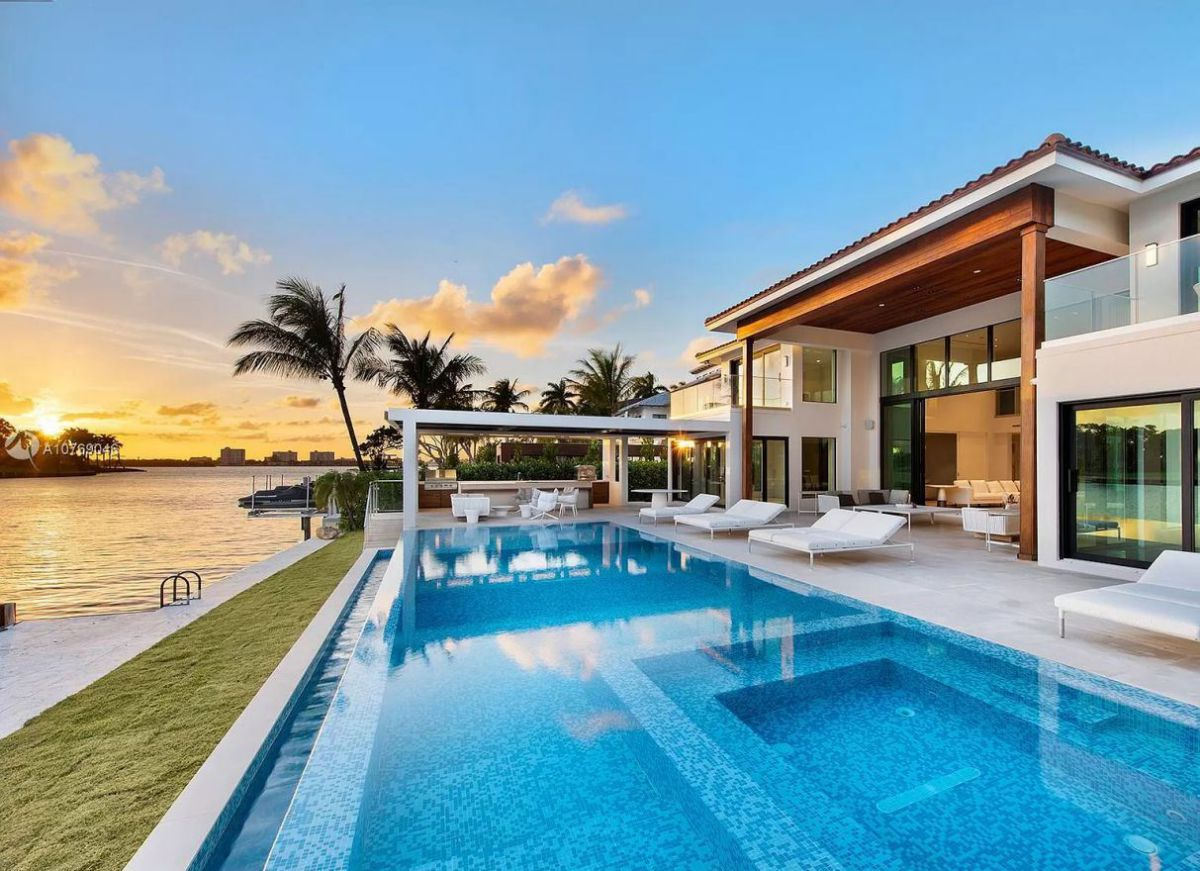 West Broadview Residence in Bay Harbor Islands, Florida