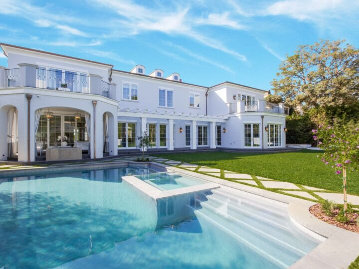 $19.9 Million Brentwood Park Traditional Home in Los Angeles