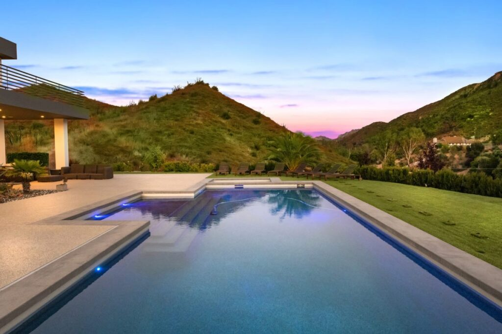 California House with Exceptional Design in Agoura for Sale