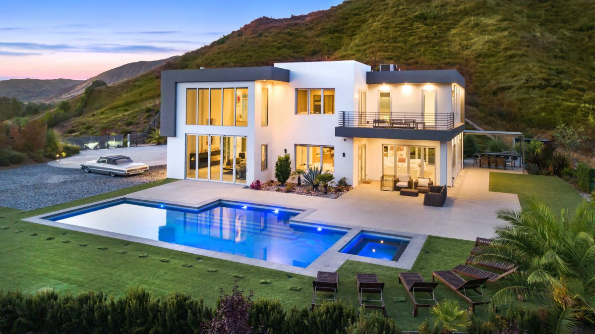 California House with Exceptional Design in Agoura for Sale $4.25 Million
