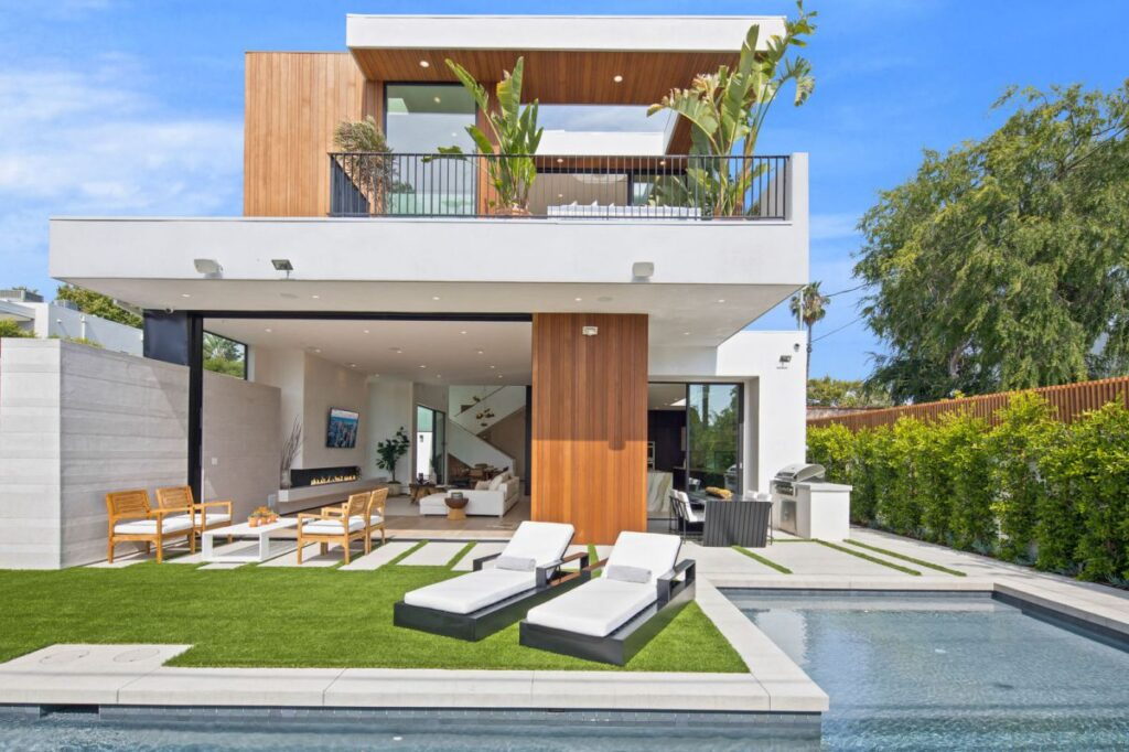 Contemporary Style Home in Los Angeles for Sale