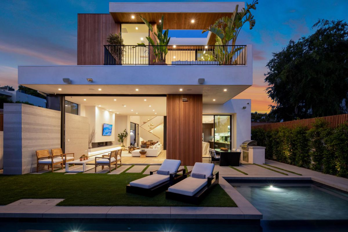 Contemporary Style Home in Los Angeles for Sale at $3.99 Million