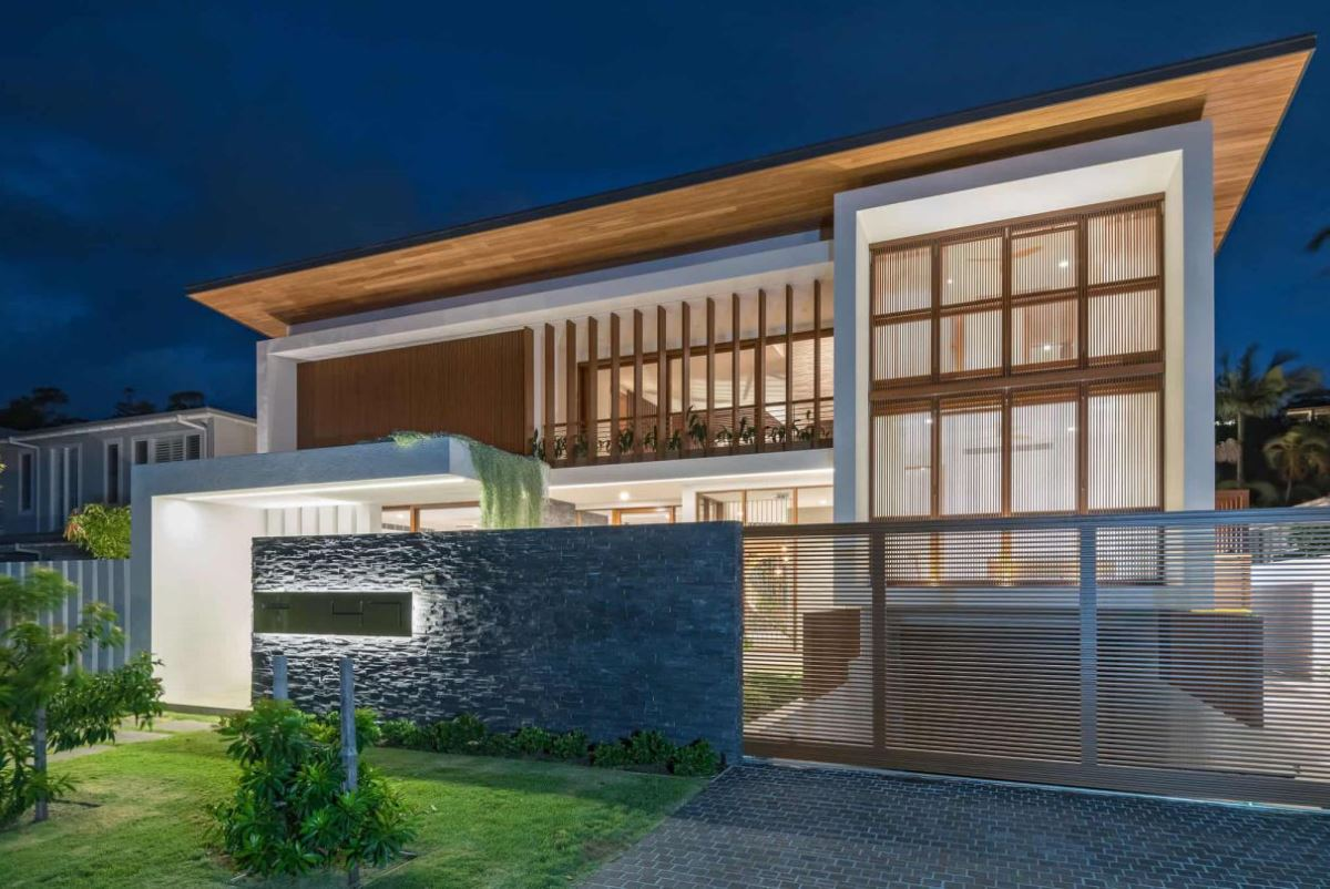 Contemporary Tropical House in Queensland by Chris Clout Design