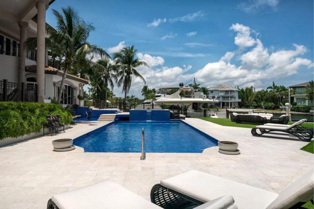 Florida Transitional House on Tahiti Beach Island