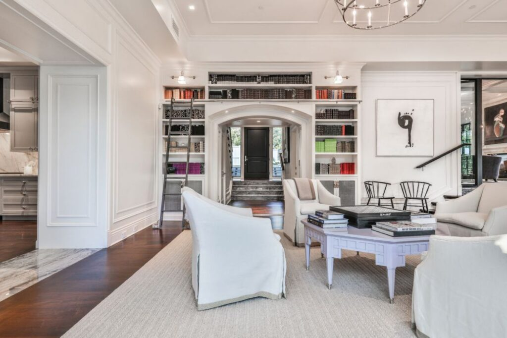 Georgian Traditional Home for Sale in Beverly Hills