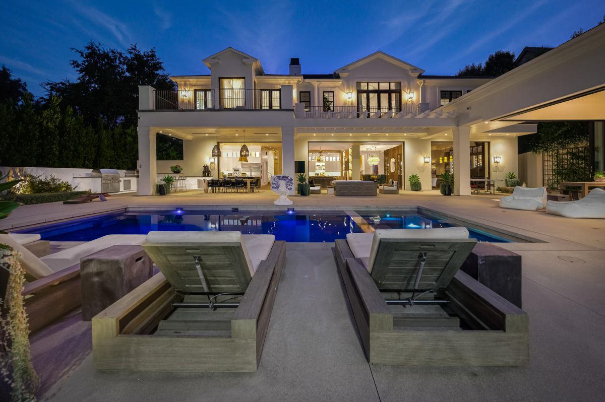 Georgian Transitional Home in Beverly Hills hits Market $29.99 Million