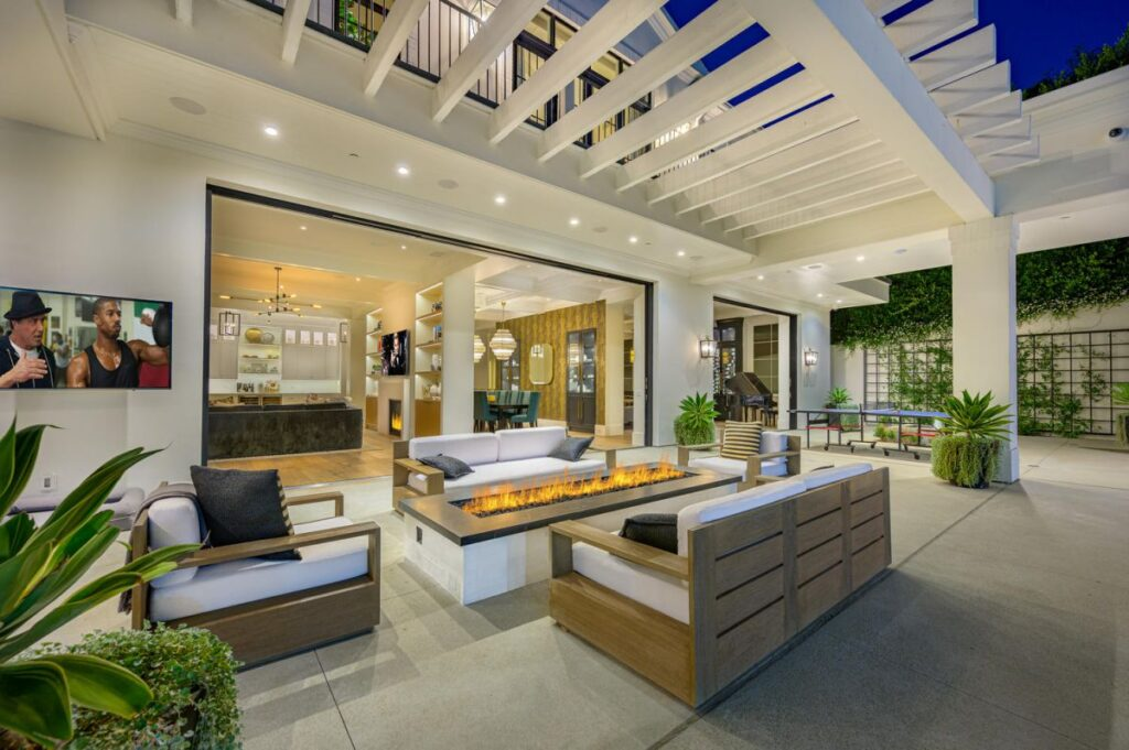 Georgian Transitional Home in Beverly Hills