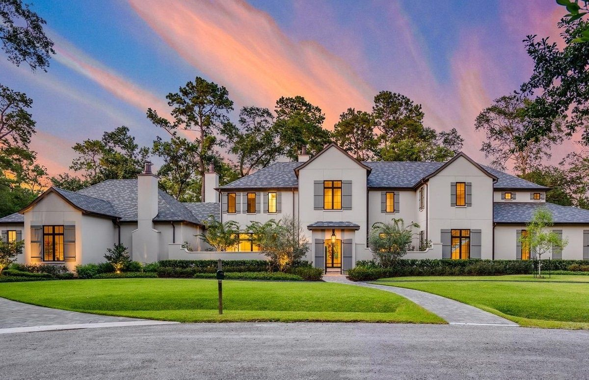 Houston House in Hunters Creek Village, Texas for Sale