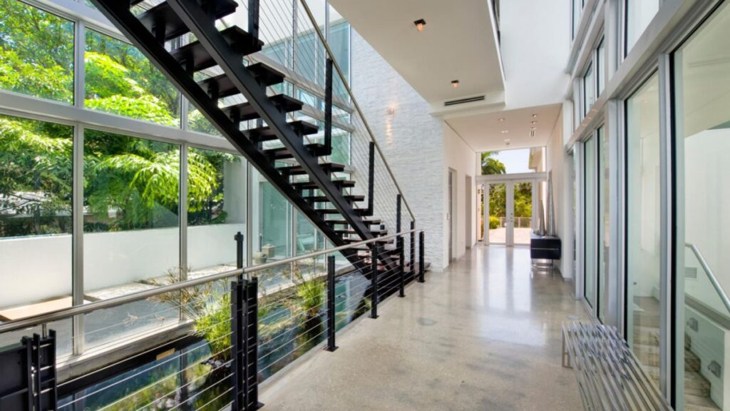 Luxurious Modern Miami Beach House for Rent