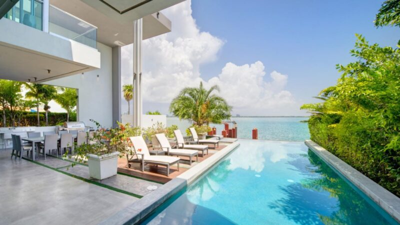Luxurious Modern Miami Beach House for Rent $50,000 per Month