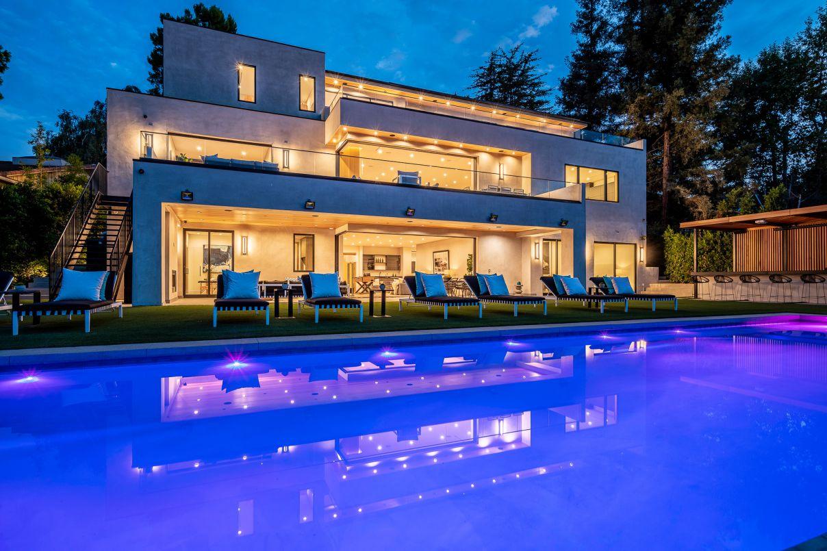 Royal Oaks New Construction Masterpiece hits Market