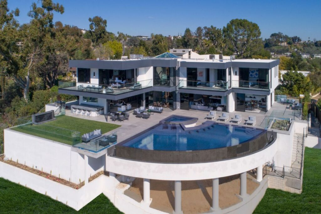 Timeless Sophisticated Bel Air Estate by Architecture West Inc