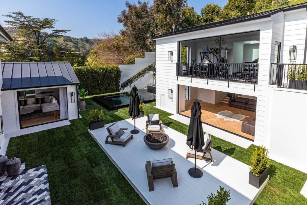 Brand New Home in Beverly Hills offers Exquisite Architecture