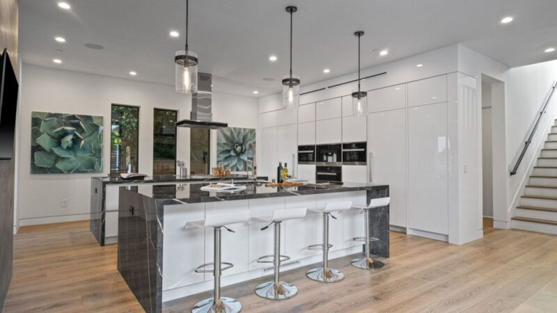 A Brand New Modern Home for Sale in Pacific Palisades at $6.345 Million