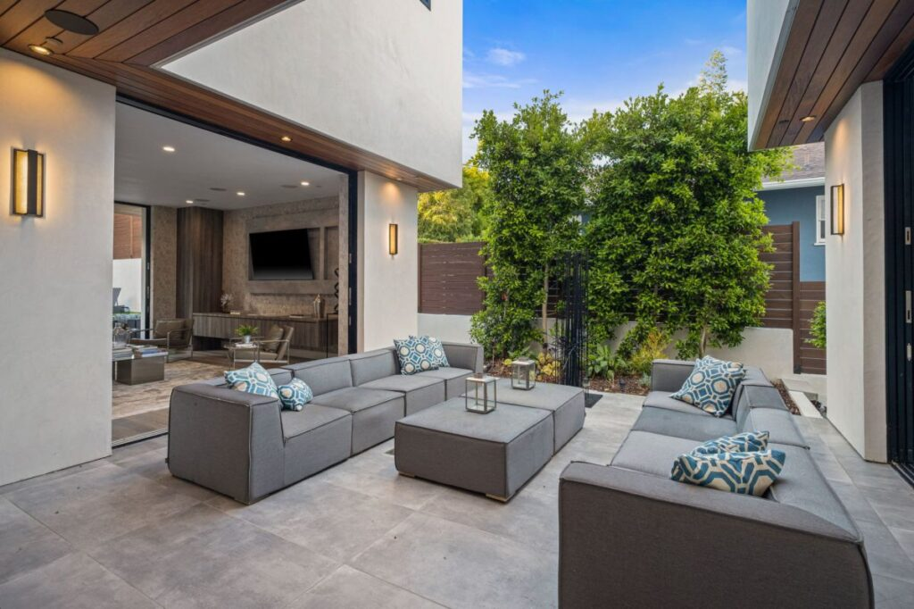 A Brand New Modern Home for Sale in Pacific Palisades