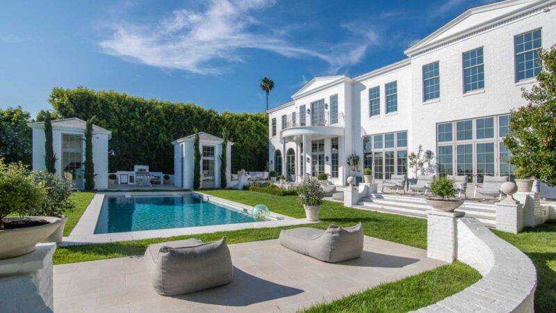 An extraordinary Los Angeles Traditional Home Asking for $25 Million