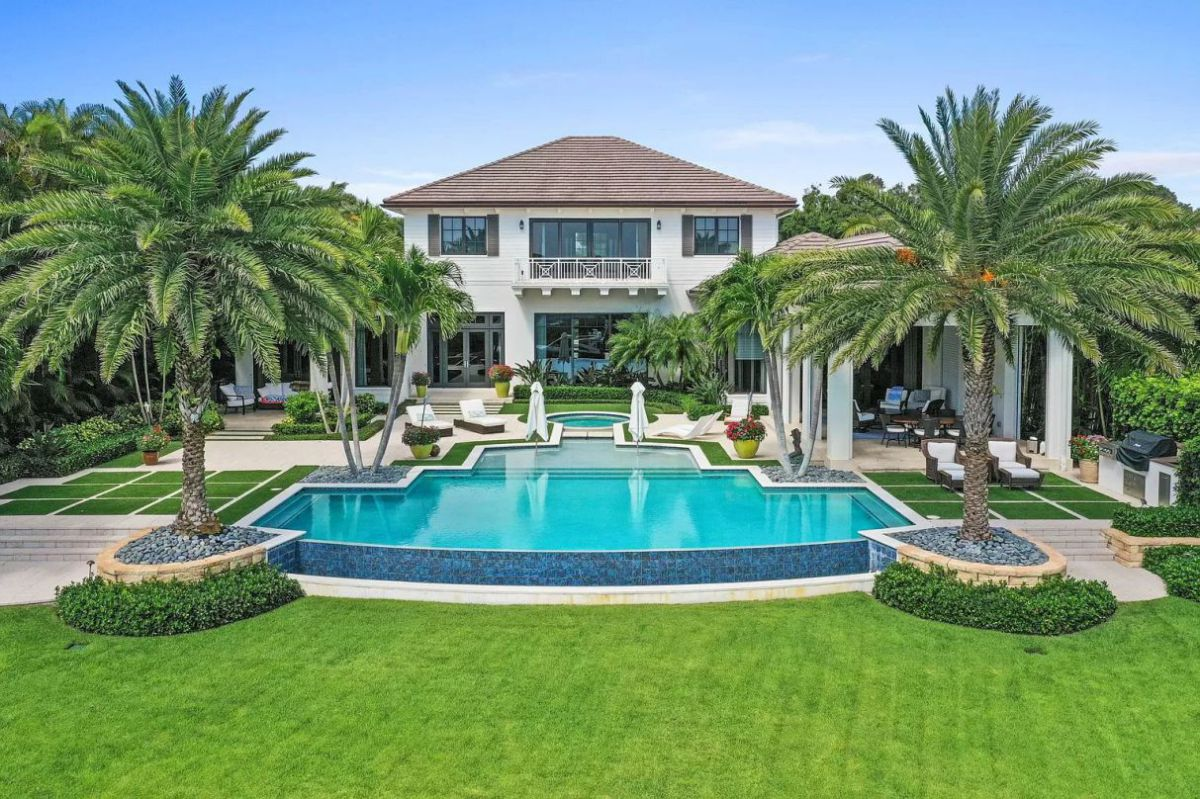 Beautiful Jupiter House on prestigious Commodore Island