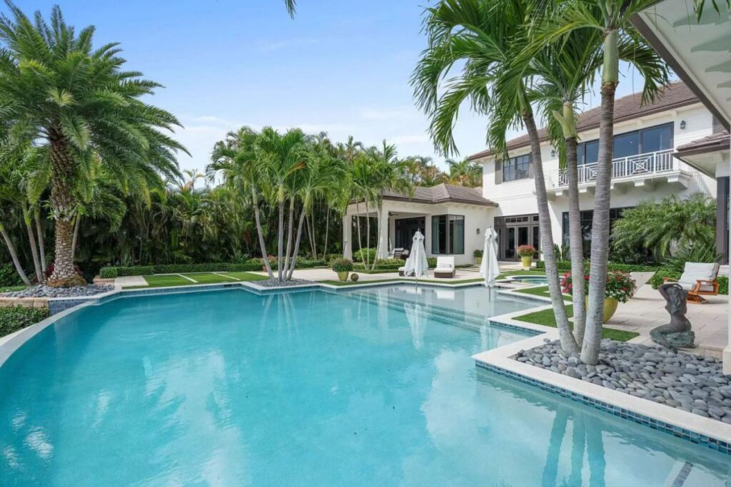 Beautiful Jupiter House on prestigious Commodore Island