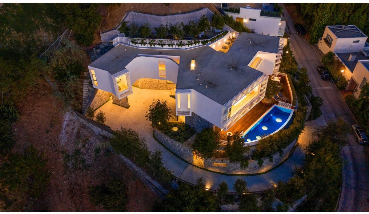 Beverly Hills House on A Private Promontory hits Market