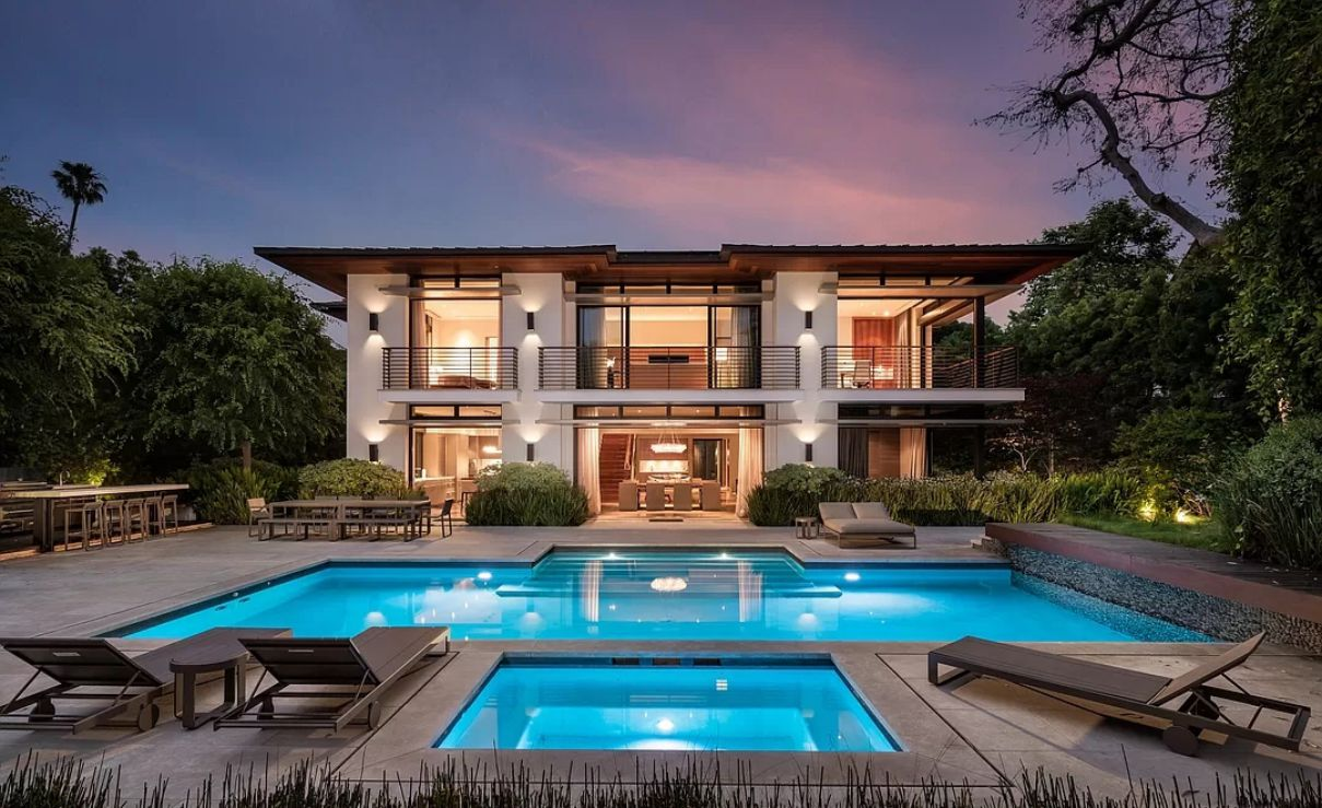 Beverly Hills Mansion in A World-class Location
