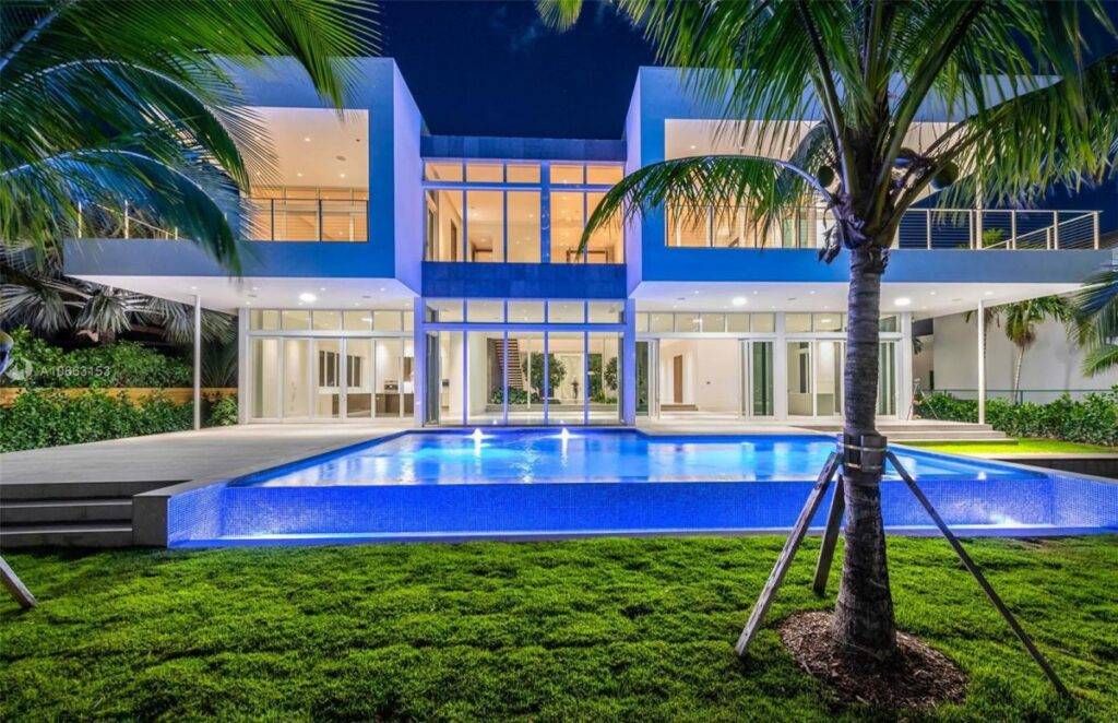 Center Island Contemporary Home in Florida for Sale