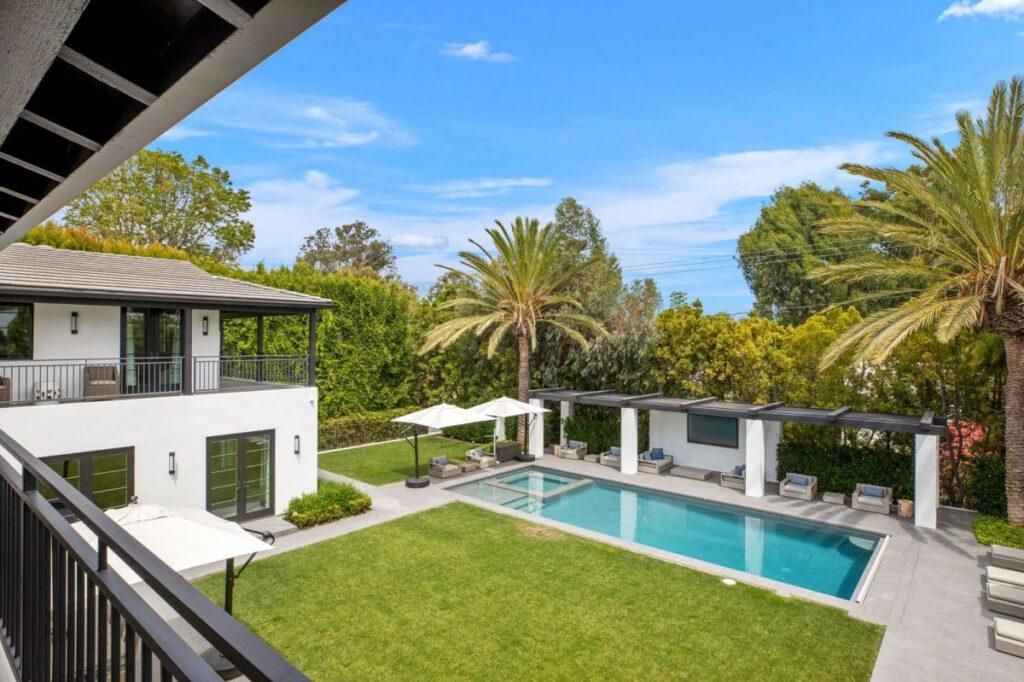 Contemporary Mediterranean Home in Los Angeles